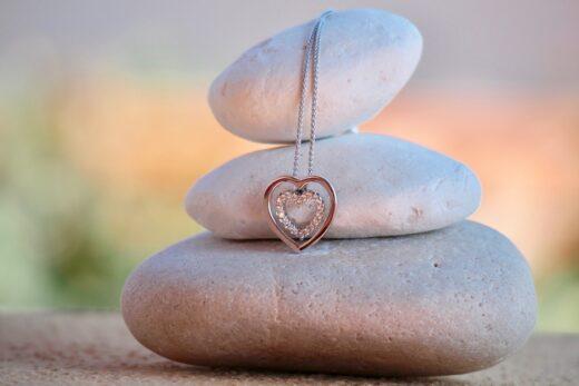 Spersonalizowana biżuteria srebrna - idealny prezent dla bliskiej osoby